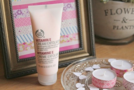 The Body Shop Vitamin E Cream Exfoliator (scrub)