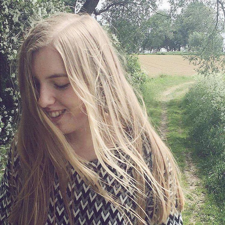 Just smile #happy #smile #goodday #fashion #fashionblog #belgianblogger #vlaamseblogger #vlaamseyoutuber #fashionblogger #ellenismyname #fashionaddict