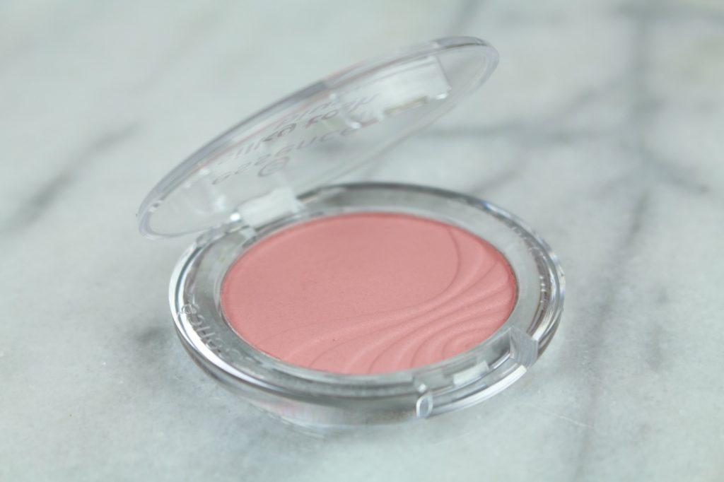roze-lipstick-blush-essence