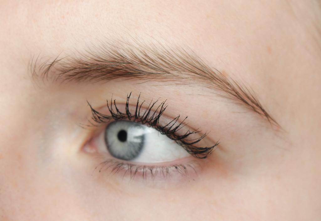 Essence volume stylist 18h lash extension mascara