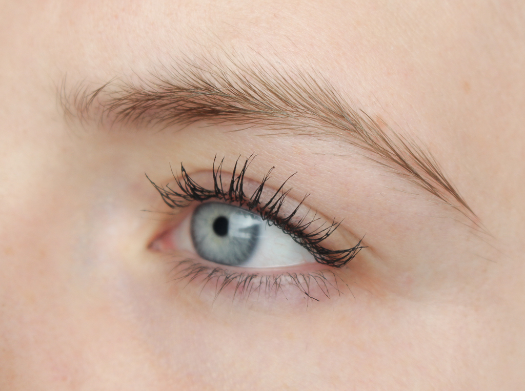 Essence #lashes of the day super volume mascara