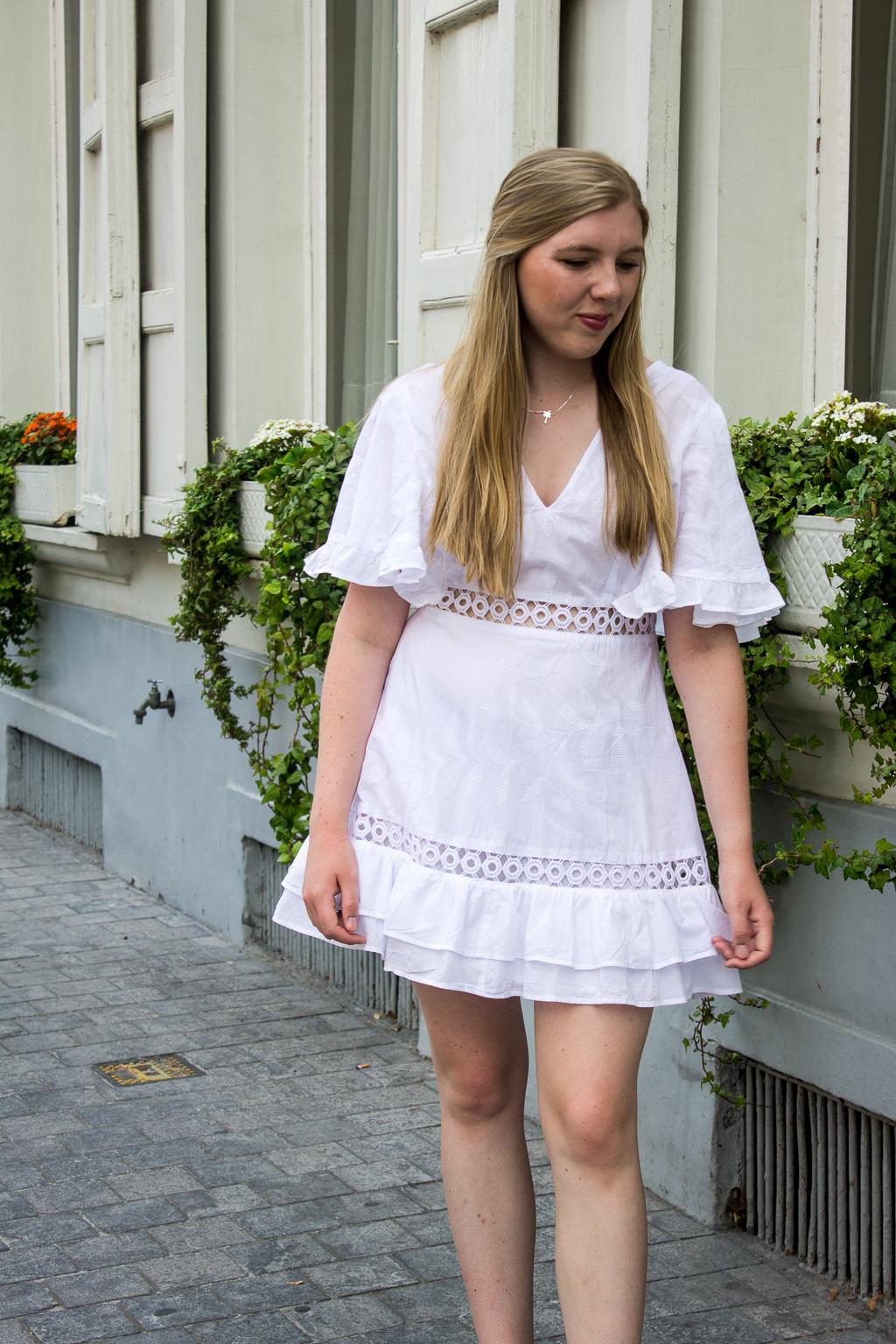 Waarom je een witte zomerjurk moet hebben